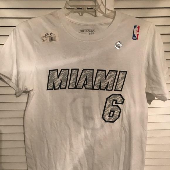 size 40 5835d a7760 Retro Miami Heat Lebron James T-shirt NWT
